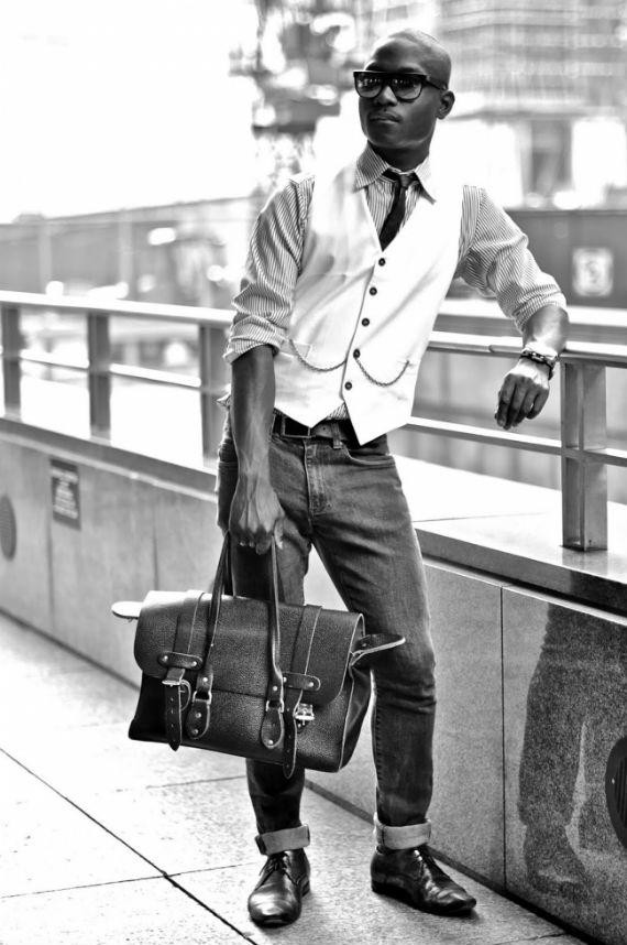 look-certo-colete-branco-calca-jeans