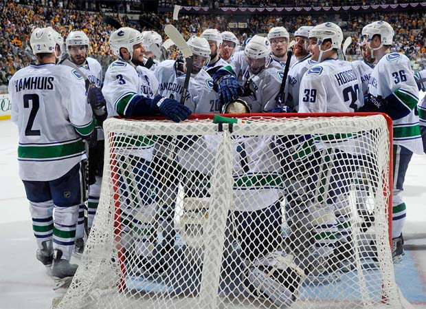 Vancouver Canucks advance to the Western Conference Finals
