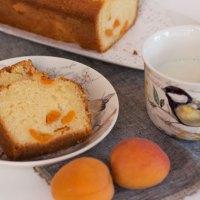 Plumcake allo yogurt con albicocche