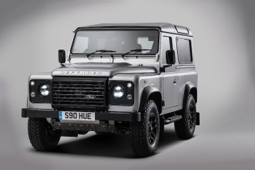 building-an-icon-land-rover-creates-one-of-a-kind-defender-to-mark-2-000-000th-prodaction-milestone-lr_def_2_million_studio_220615_01
