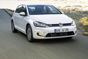 Volkswagen Golf R First Drive 2