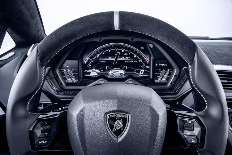 Lamborghini_Aventador_SVJ_Car_Mag_022edit