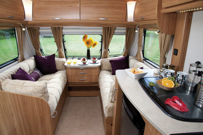 Lunar Clubman living area