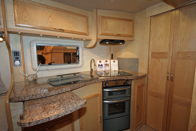 Caravan Kitchen Winner - Vanmaster 640 TBEW