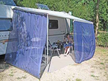 windblocker on caravan