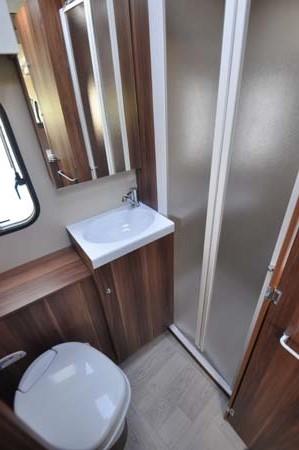 Roller Team T-Line 590 Motorhome Shower Room