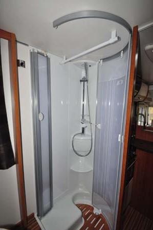 Adria Sonic Plus I 700 SC motorhome shower