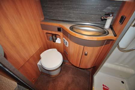 Hymer Nova 580 washroom