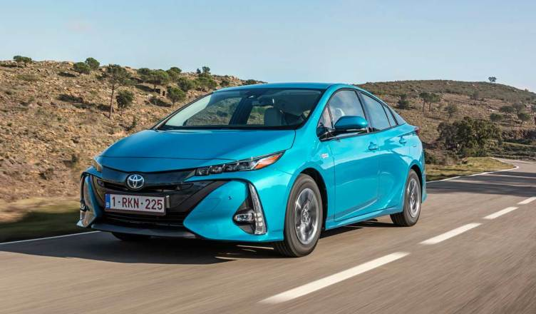 Toyota-Prius-Plug-in-Hybrid-front