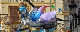 Ninot Falla junto a Plaza Redona