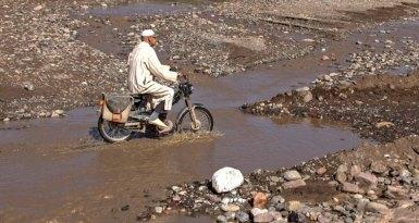 Cruzando el Río en Moto