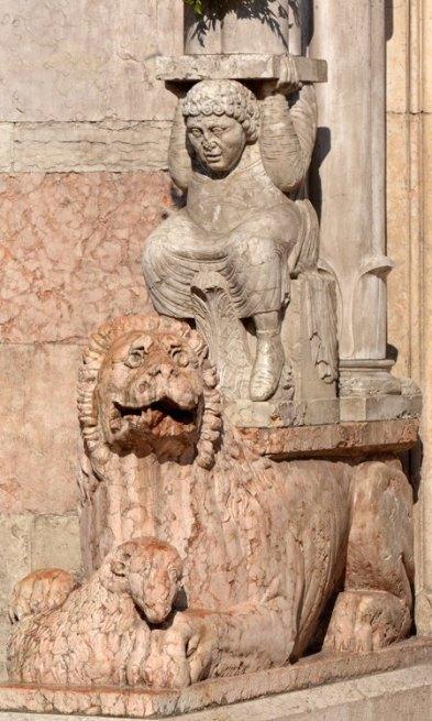 Catedral. Detalle de la Puerta de Entrada