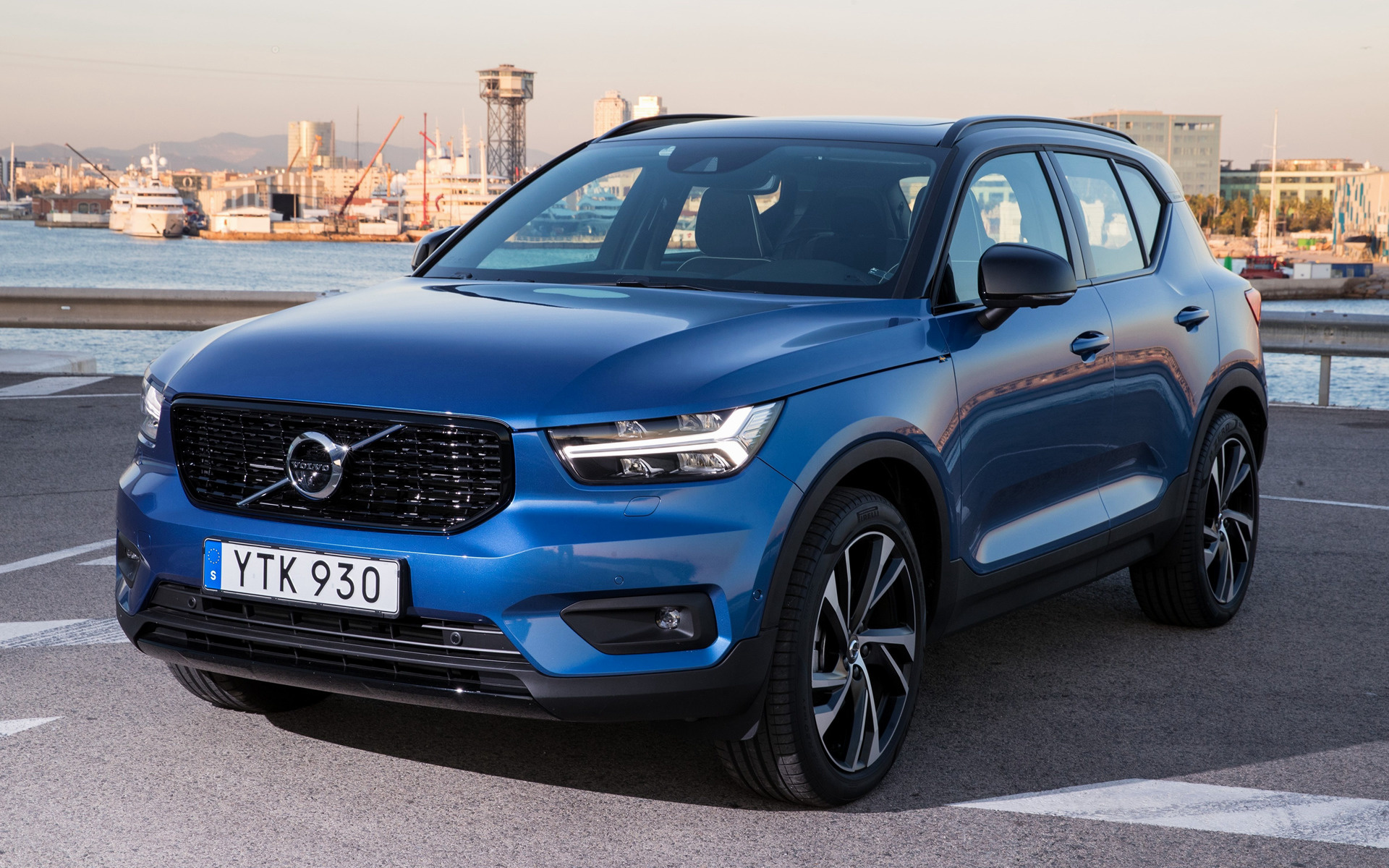 Suv Wallpapers Hd Volvo Xc40 R Design 2017 Wallpapers And Hd Images Car