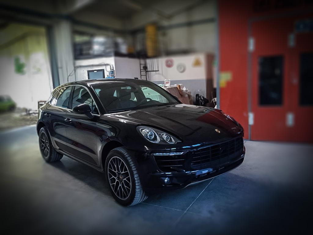 Porsche Cayenne 1