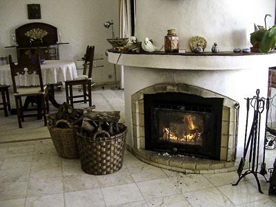 Casa Pitoresca - Innenbereich - esszimmer mit kamin