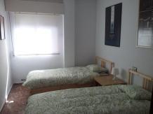 cuarto doble con dos camas individuales con capacidad para 2 personas