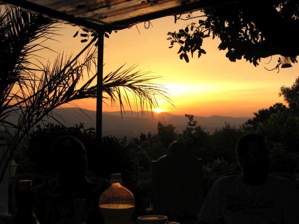 Natafelen bij zonsondergang