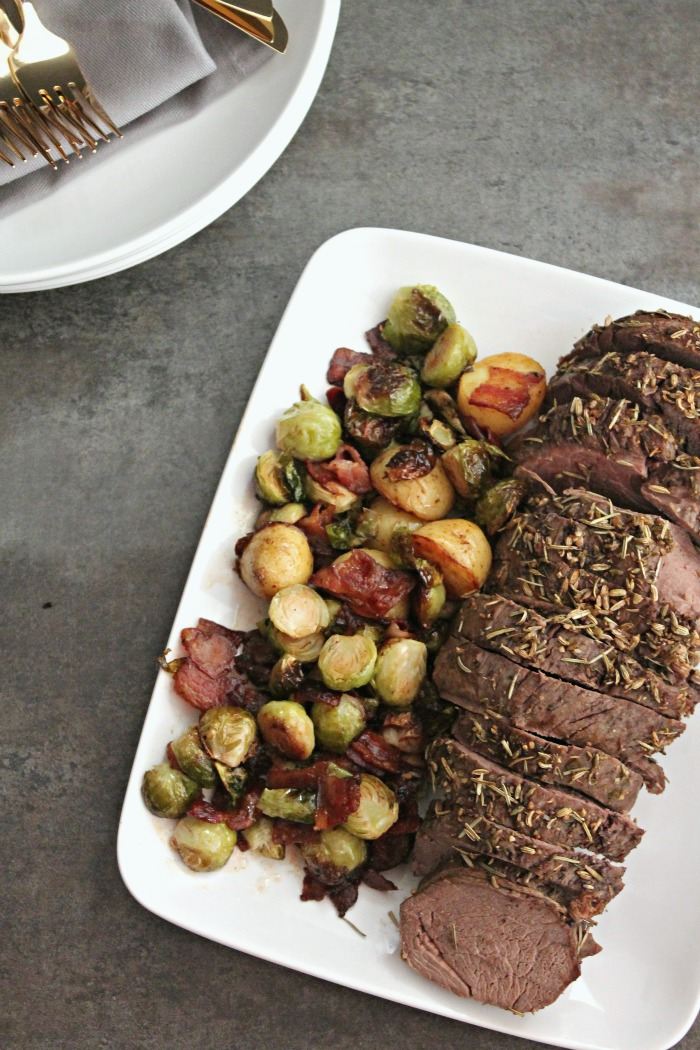 Fennel and Herb Crusted Beef Tenderloin #SundaySupper #RoastPerfect