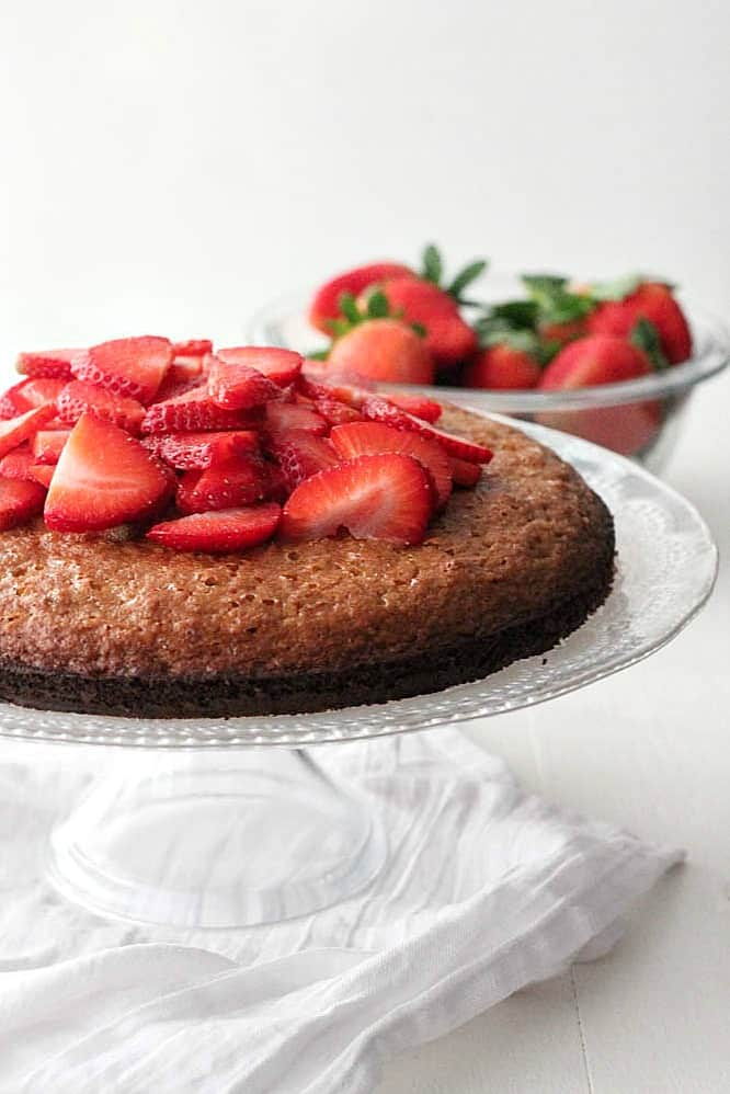 Flourless Almond Cake with Strawberries and Coconut Cream #SundaySupper #FLStrawberry