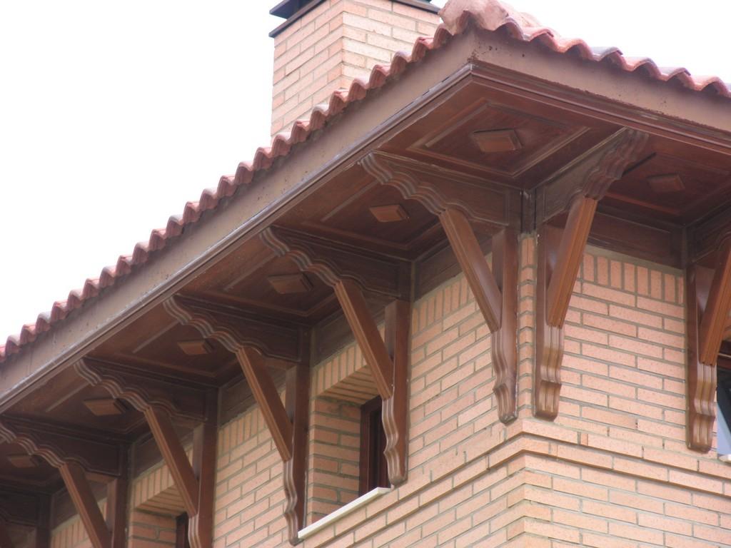 Casas carpinter a y decoraci n decoraci n exterior for Tejado de madera en ingles