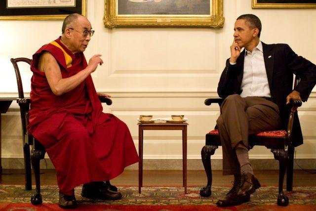 """Je libo mučeníčko, nebo dolárky? Nějak se přece dohodneme, jako vždycky. Dalajlama a Obama, vůdci takzvaného """"svobodného"""" světa..."""