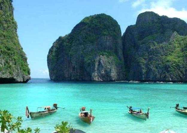 A breath-takingly beautiful photo of the turquoise waters of Krabi Thailand.