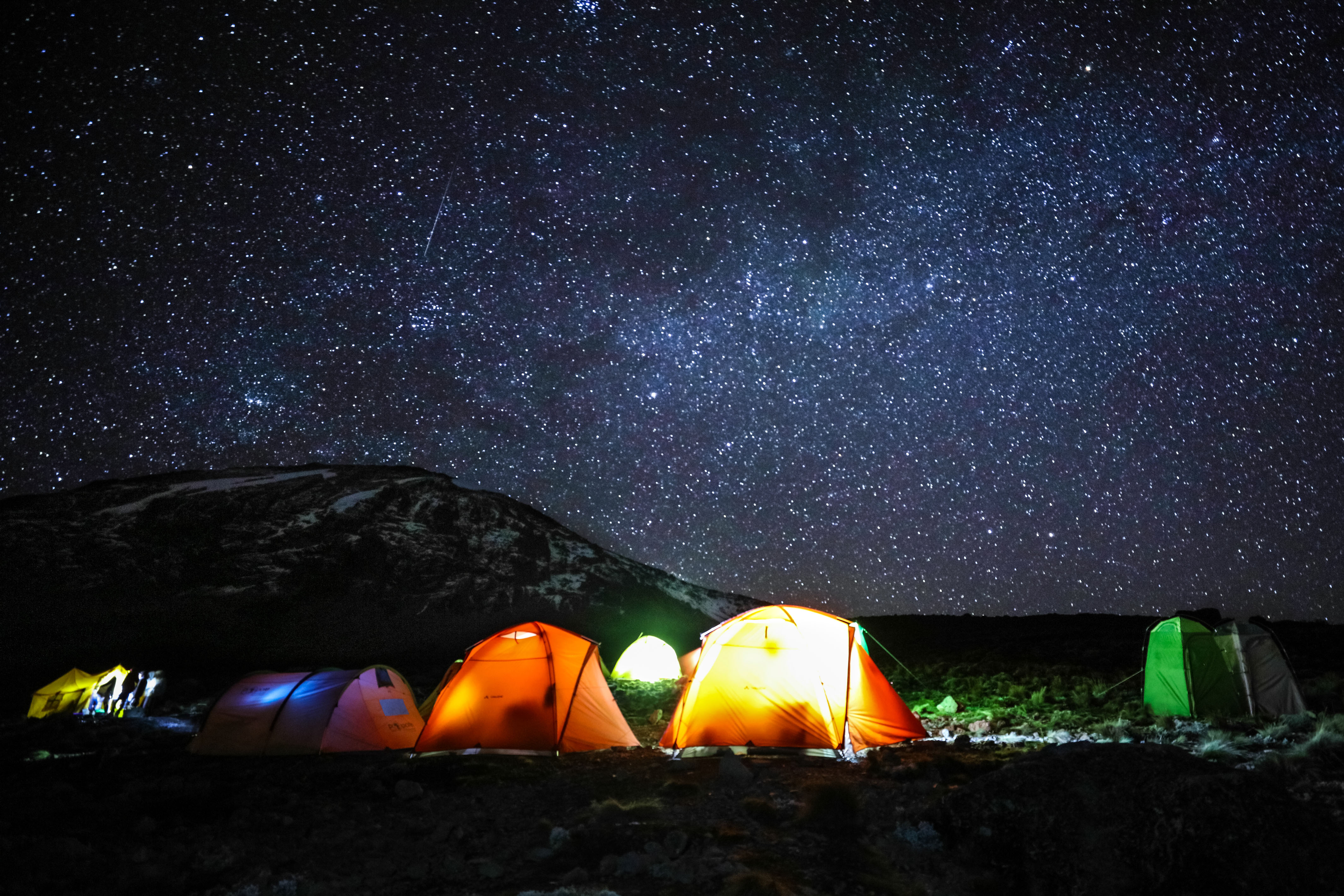 Road Scenery Hd Wallpapers Sleeping Under The Stars Photographer Captures Beautiful