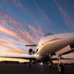 NetJets adiciona 10 jatos Phenom 300 Signature Series à carteira de pedidos da Embraer