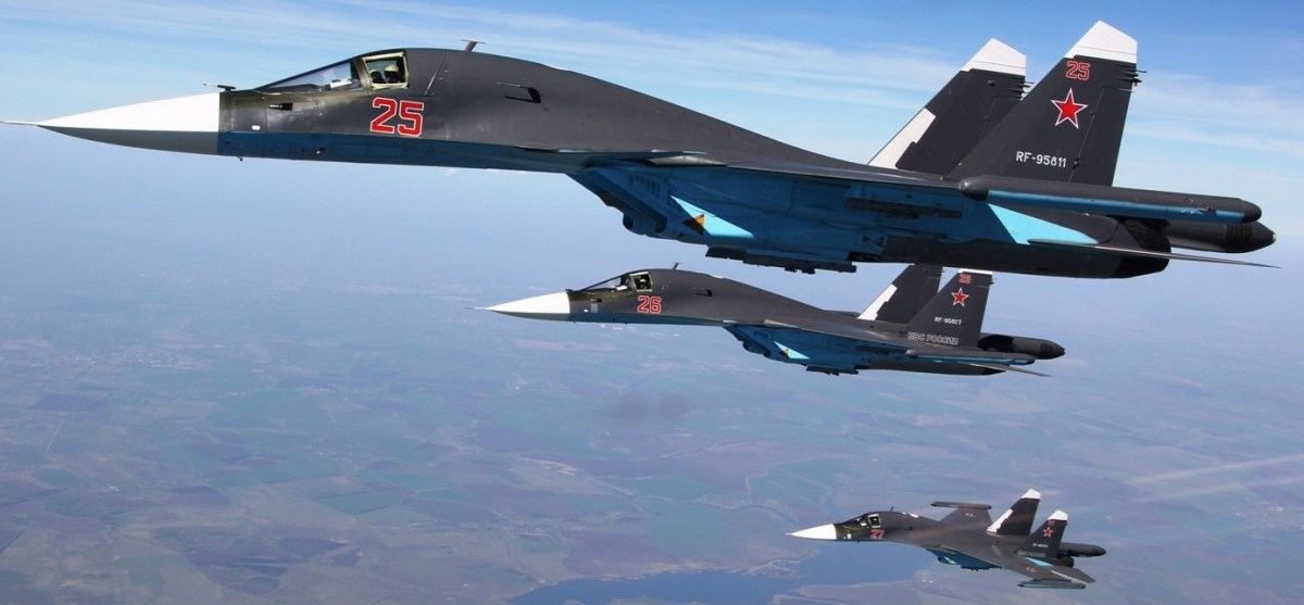 """Sukhoi Su-34 russos bombardeiam cidade de Raqqa, na Síria, considerada """"capital de fato"""" do Estado Islâmico [em atualização contínua - 03/10 às 20:15 hs]"""