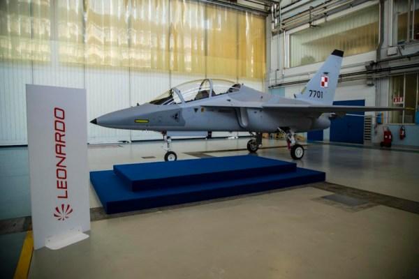 O primeiro M-346 da Força Aérea Polonesa, que a Leonardo apresentou no dia 6 de junho. (Foto: Leonardo-Finmeccanica)