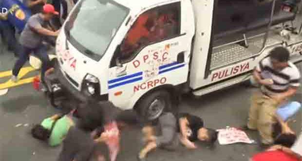 2016_1020_police-van-rams-protesters