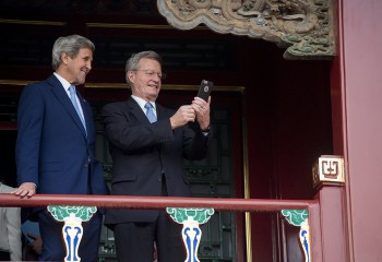 """In this photo taken on June 5, 2016 and embargoed until 0900A.M. local time on Monday, June 6, 2016, U.S. Secretary of State John Kerry, left, and U.S. Ambassador to China Max Baucus take a """"selfie"""" during a tour of the Forbidden City's Qianlong Garden in Beijing. (Saul Loeb/Pool Photo vai AP)"""