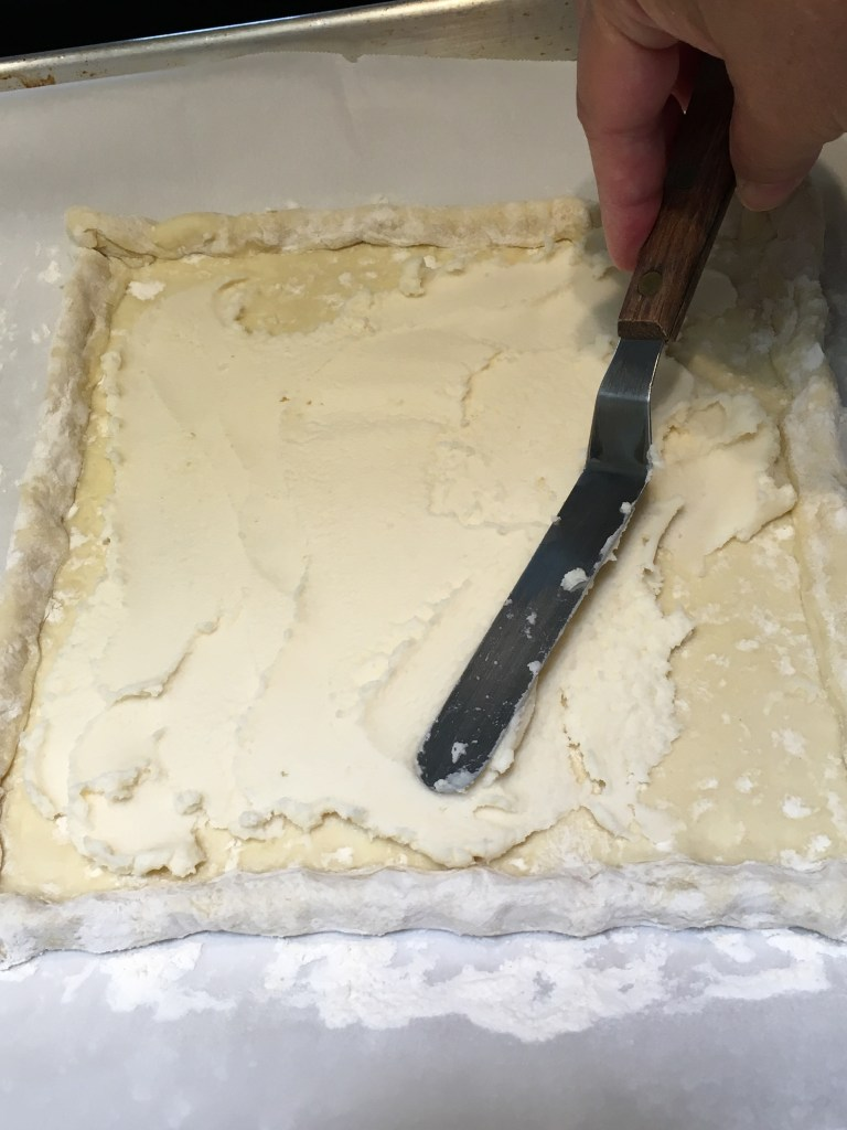 Spread filling for the blueberry pastry