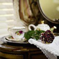Cedar House Inn - Gables Room tea 02