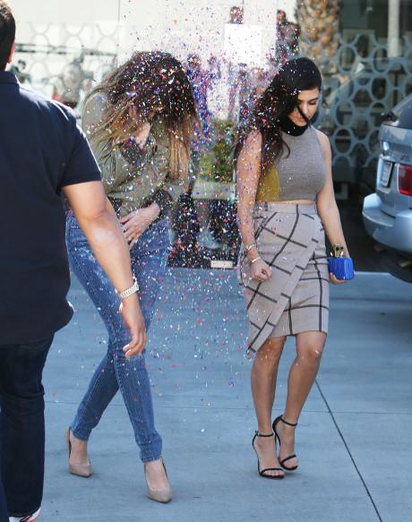 khloe_kardashian_kourtney_kardashian_confetti_5