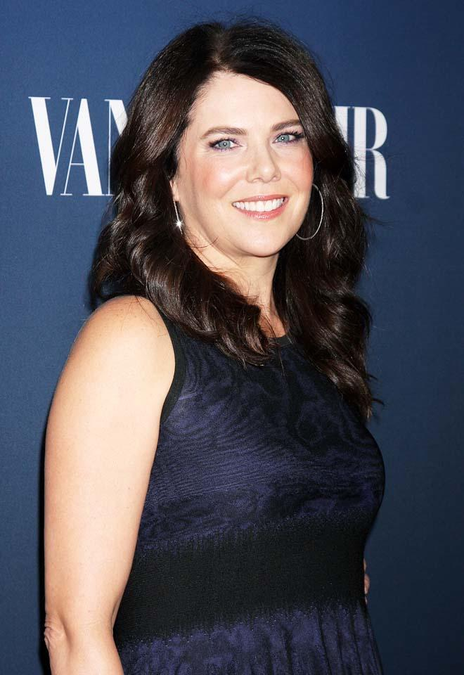 Gilmore Girls A Year In The Life Wallpaper Lauren Graham Workout Routine Celebrity Sizes