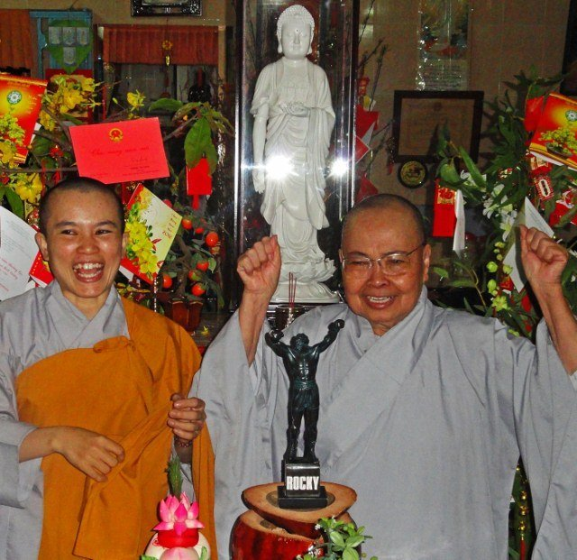 Rocky Buddhist nuns (640x621)