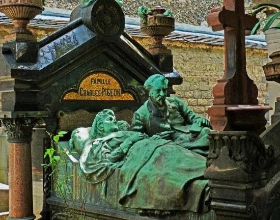 Montparnasse cemetery Pigeon grave bed