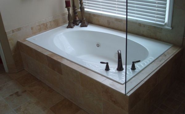 60-travertine-tub-with-frameless-glass-enclosure