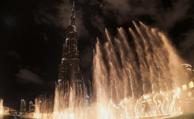 Dubai Fountain Show Is Playing A Star Is Born Song 104 8 Channel 4 Fm