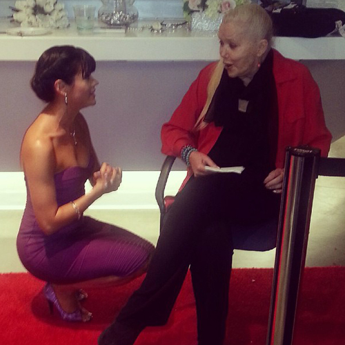 Having a conversation with co-star Sally Kirkland