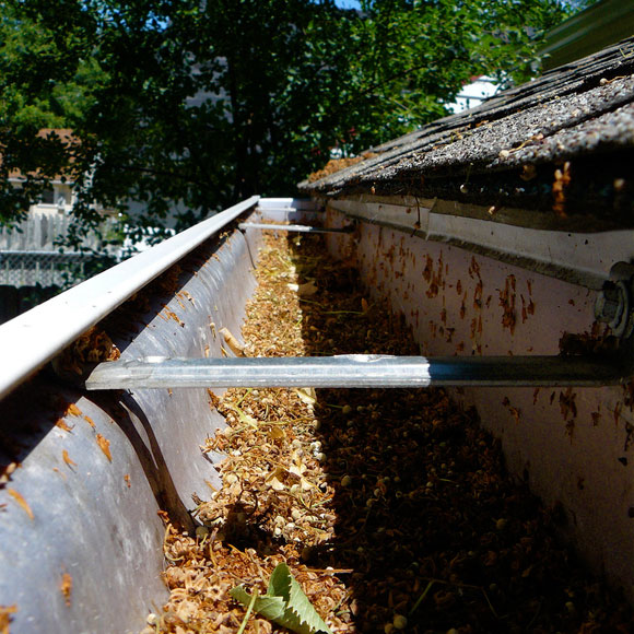 how-to-clean-gutter.jpg