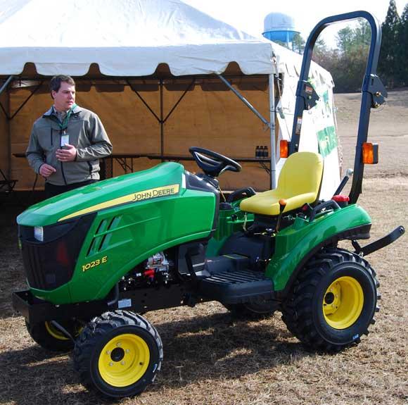 john-deere-1023e-tractor-base.jpg