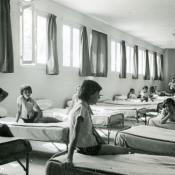 Ragazze al dormitorio. fonte: retro-colo.fr