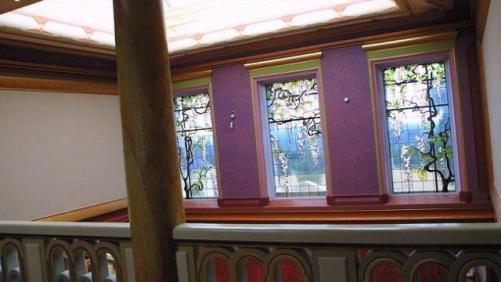 Les vitraux ont été conçus et réalisés par l'artiste décorateur Bert Strik.