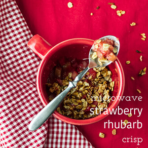 Easy strawberry rhubarb crisp is made in a mug. In the microwave. The whole process takes less than ten minutes. What's not to love?   recipe from chattavore.com