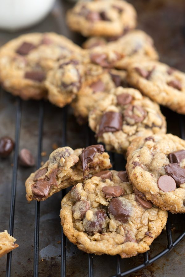 Healthier oatmeal chocolate chip cookies - with oat flour and coconut oil!