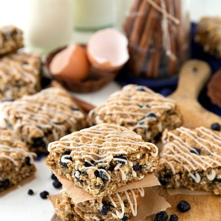 A delicious and healthy copycat of the Nature Valley Soft-Baked Blueberry Oatmeal Squares. The perfect on-the-go snack the whole family will enjoy!