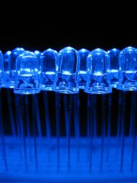 200px-Blue_light_emitting_diodes_over_a_proto-board.jpg