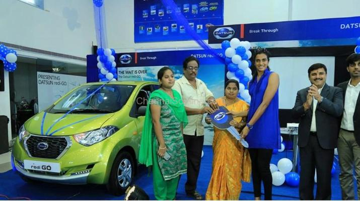 Olympic-medallist-P.V.-Sindhu handing over the key to a Datsun redi-GO customer in July 2016 at a Nissan Dealership.jpg